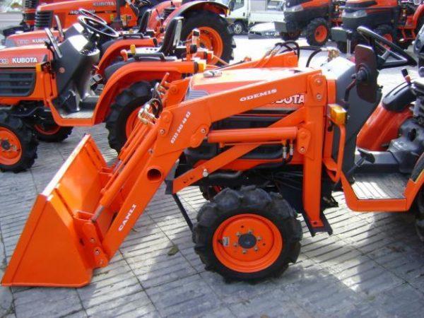 Traktör kepçe Kubota (1)