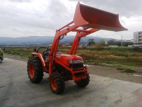 Traktör kepçe Kubota (33)