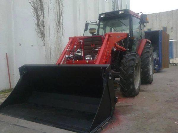 Traktör kepçe Massey (1)
