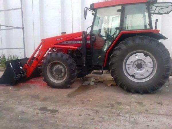 Traktör kepçe Massey (15)