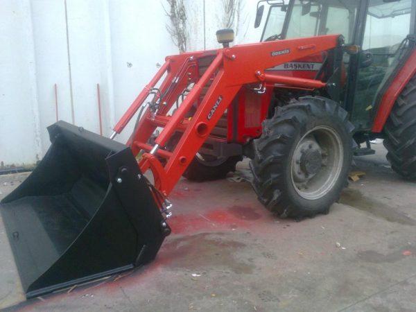 Traktör kepçe Massey (2)