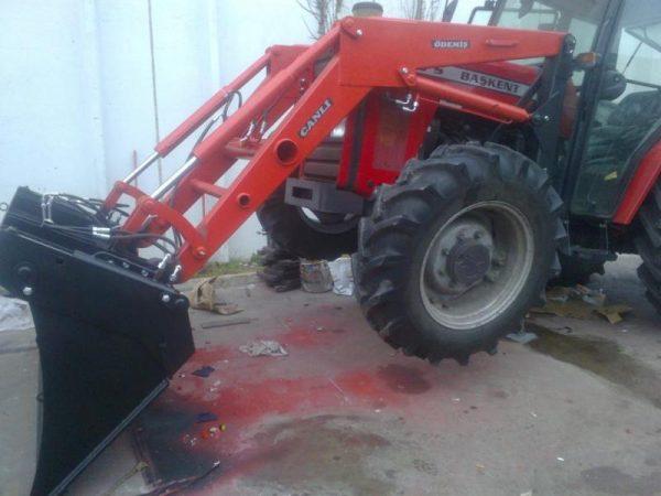 Traktör kepçe Massey (22)
