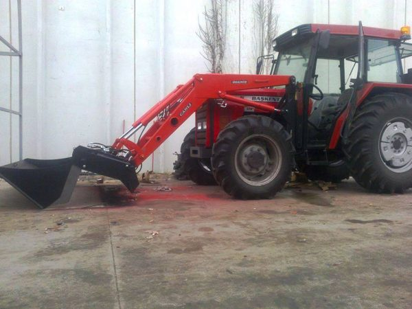 Traktör kepçe Massey (4)