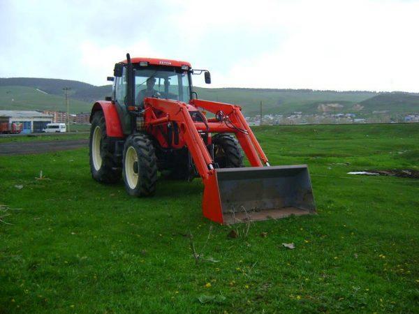 Traktör kepçe Zetor (1)