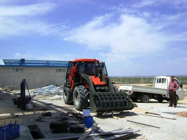 traktör ön yükleyici ön yükleyici kepçe kepçesi kepçeleri yükleyiciler (51)