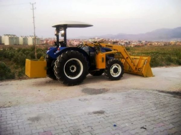traktör kepçe New Holland (5)